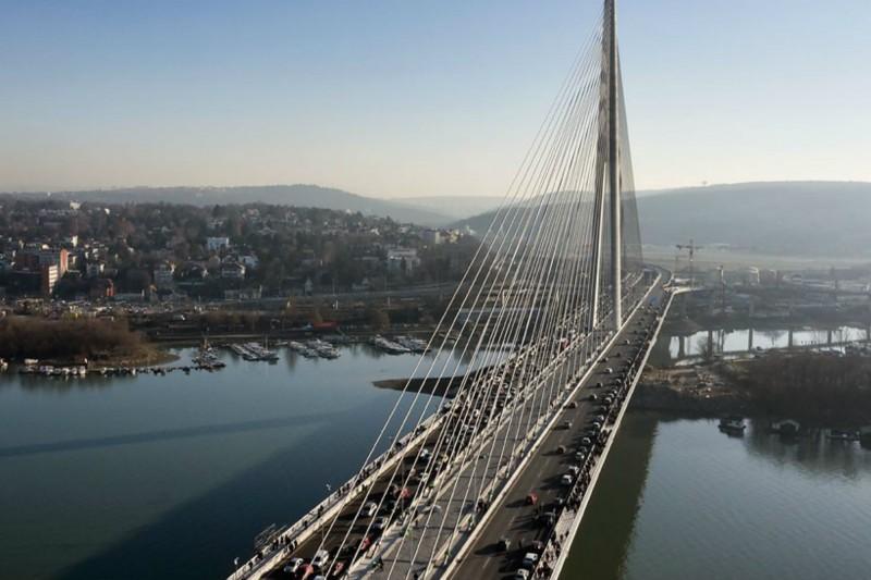 Tekst arhitekte Branislava Jovina u kojem je kritikovao odluku da se umesto metro mosta na Adi gradi njegova preskupa tramvajska verzija, tadašnji urednik Politike Dragan Bujošević odbio je da objavi