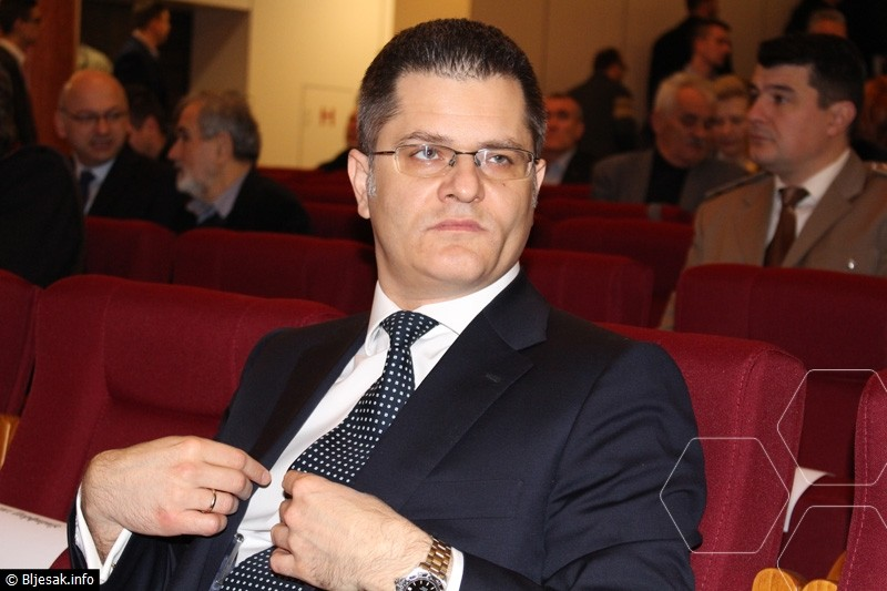 In anticipation of the epilogue: Vuk Jeremic, in fear that one of his arrested associates does not speak and disclose the entire corruption chain whose important link